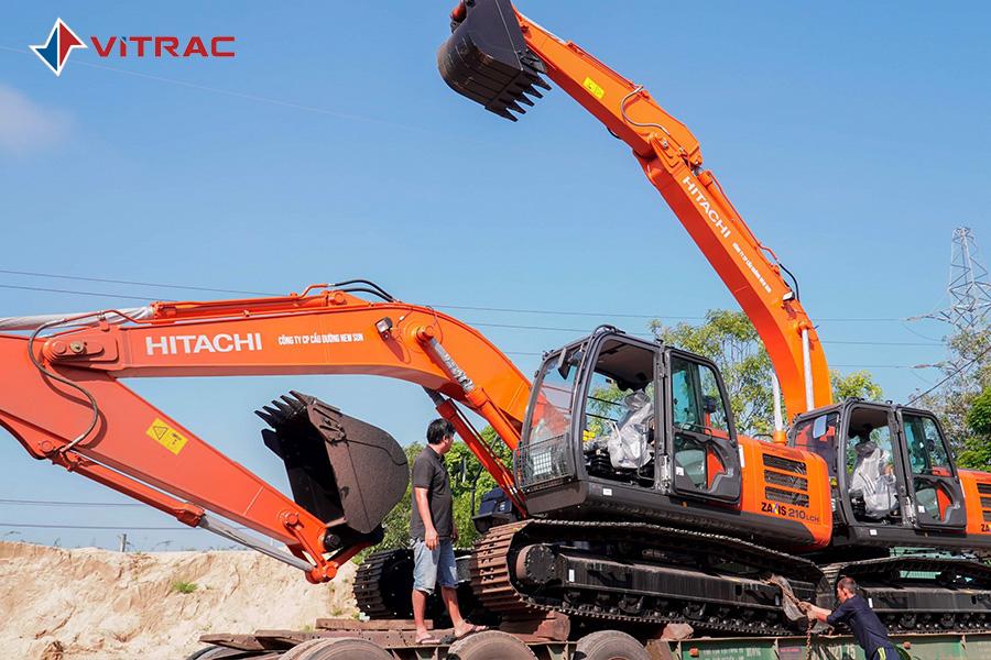 giao xe máy đào Hitachi máy công trình